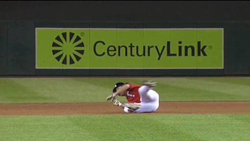 Twins' Logan Schafer hustles on a pop-up, is rewarded with embarrassing face-plant