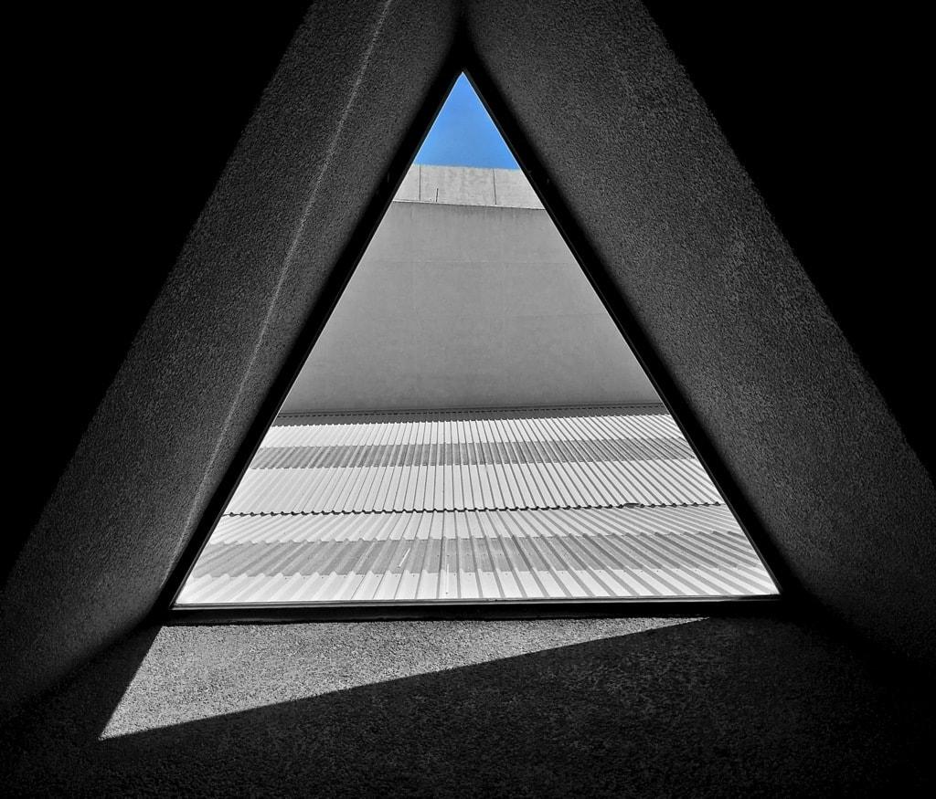 Triangle of light via Daniel Parodi