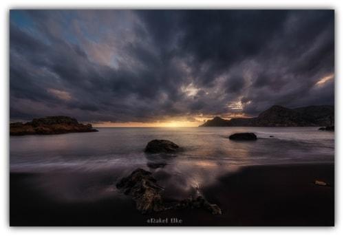 Sunset light... via Rakel Elke