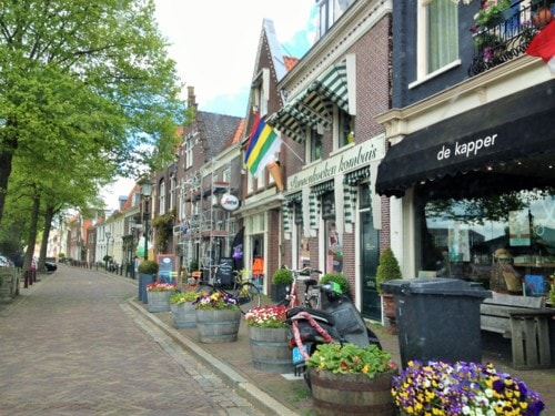 You can't go anywhere in Holland without seeing flowers via Luigi Cappel