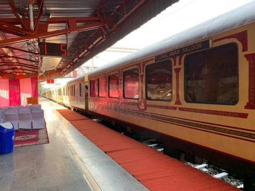 What is the Palace on Wheels Train?