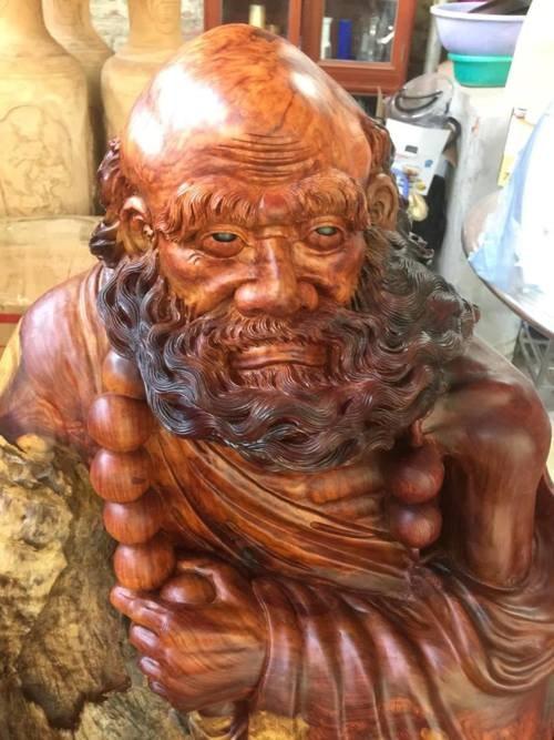 Tượng Đạt Ma Sư Tổ bằng gỗ Nu nguyên khối nghệ thuật phong t... via Nội Thất Gỗ Quý
