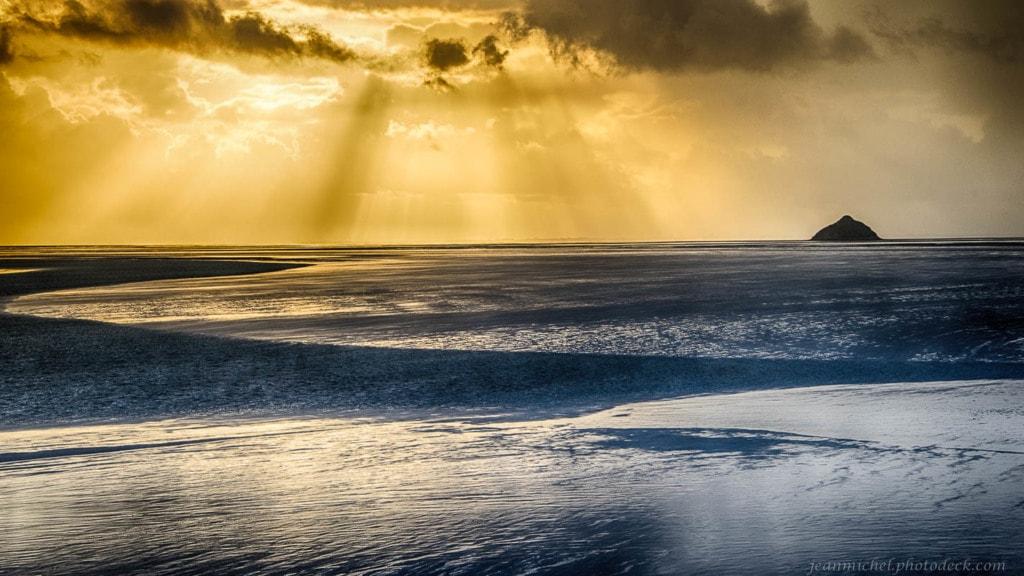 Gold sunset via Jean Michel