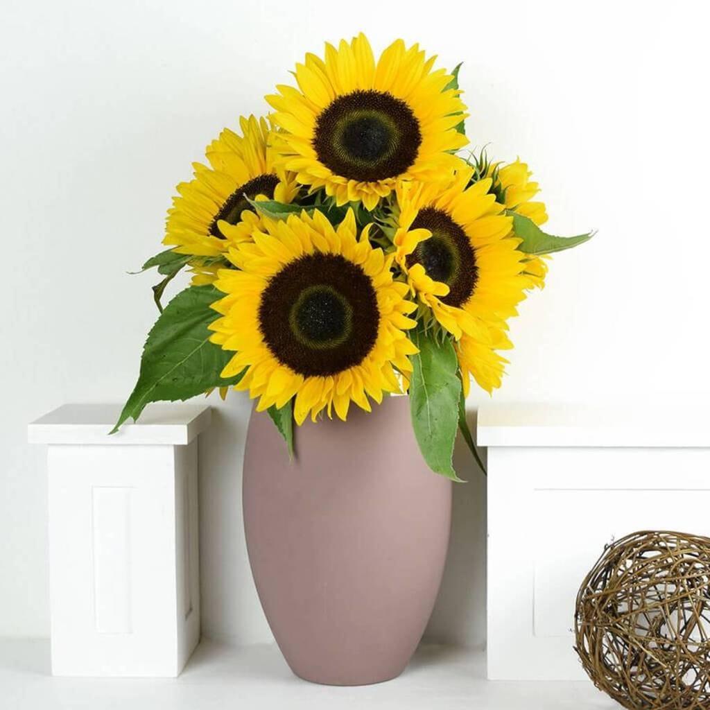 OyeGifts - Send Mothers Day Flowers To Kanpur via Reena Singh