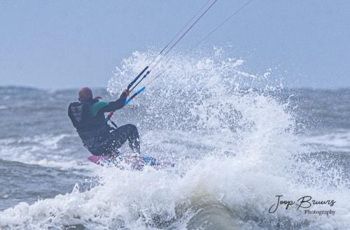 Kitesurfing via Joop Bruurs