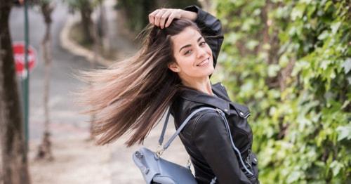 इन हेयर केयर टिप्स को फॉलो करके आप भी बना सकती हैं अपने बालों को काला, घना और खूबसूरत