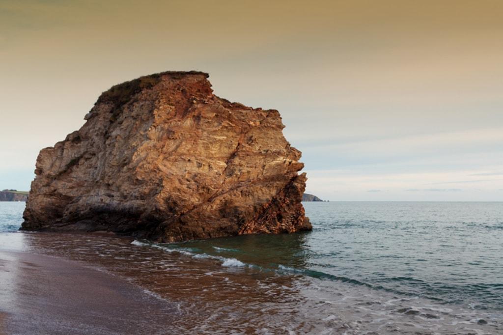 A beautiful sunset surrounds the giant rock at Carlyon Bay i... via Jukka Heinovirta