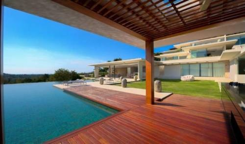 An expansive luxury villa in Choeng Mon offering 5 double be... via MaryJMarcus