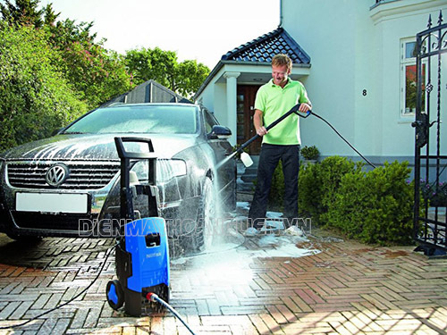 Quy trình rửa xe ô tô đúng cách người dùng cần nhớ