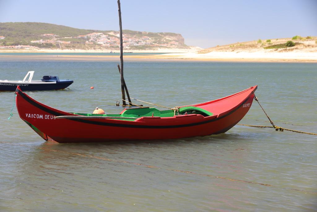 Red - Lagoa de Óbidos/Portugal via Gil Reis
