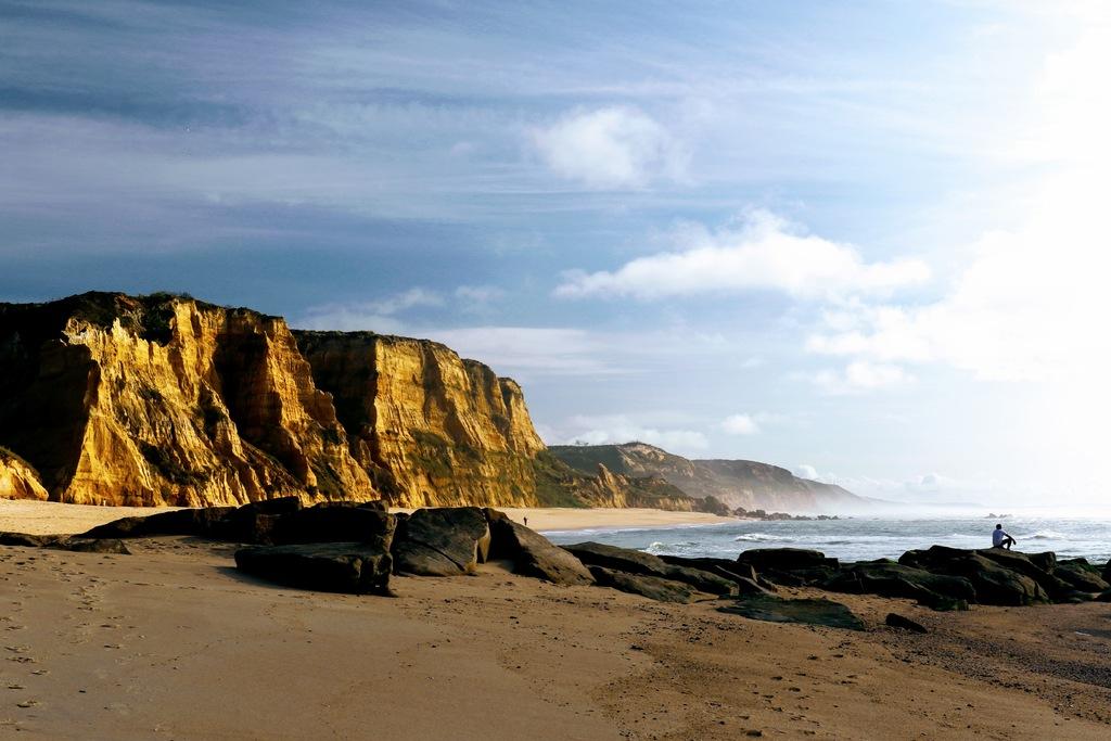 End of the day - Vale Furado beach - western portuguese coas... via Gil Reis