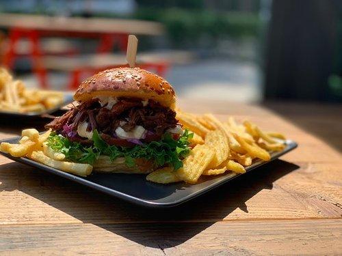Bearclaw Hamburg - Burger, Bar & Coffee via Golf Lounge