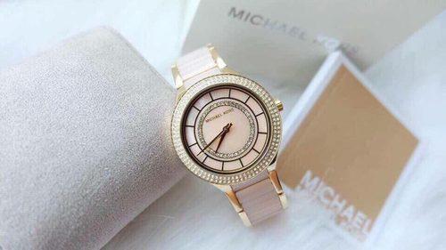 Những chiếc đồng hồ đến từ nhà Michael Kors                                                                          Michael Kors là... via Đồng hồ hiệu danh tiếng giảm giá tất cả các mẫu đến 50% - Haitrieuoutlet.com