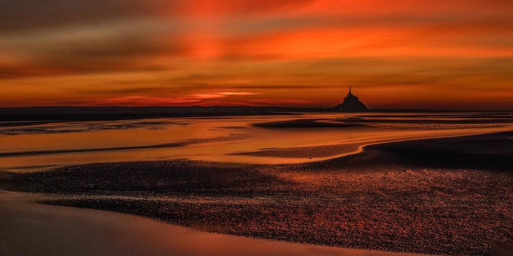 December sunset via Jean Michel