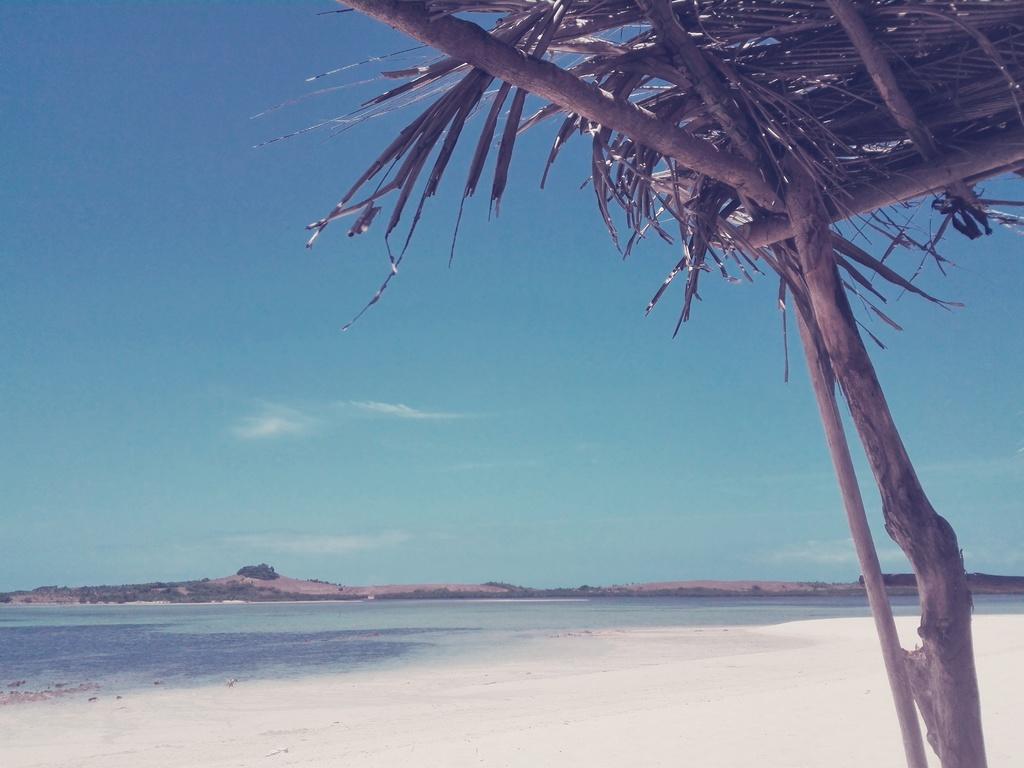 shade at the beachfront via Opel Mendoza