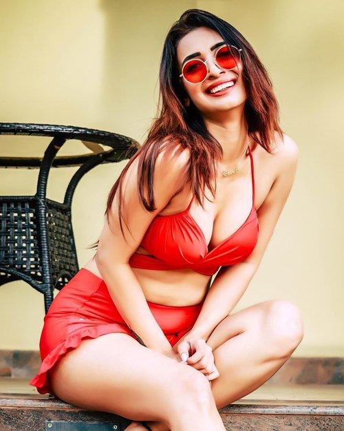 Call Girls in Dwarka via Riya Rai