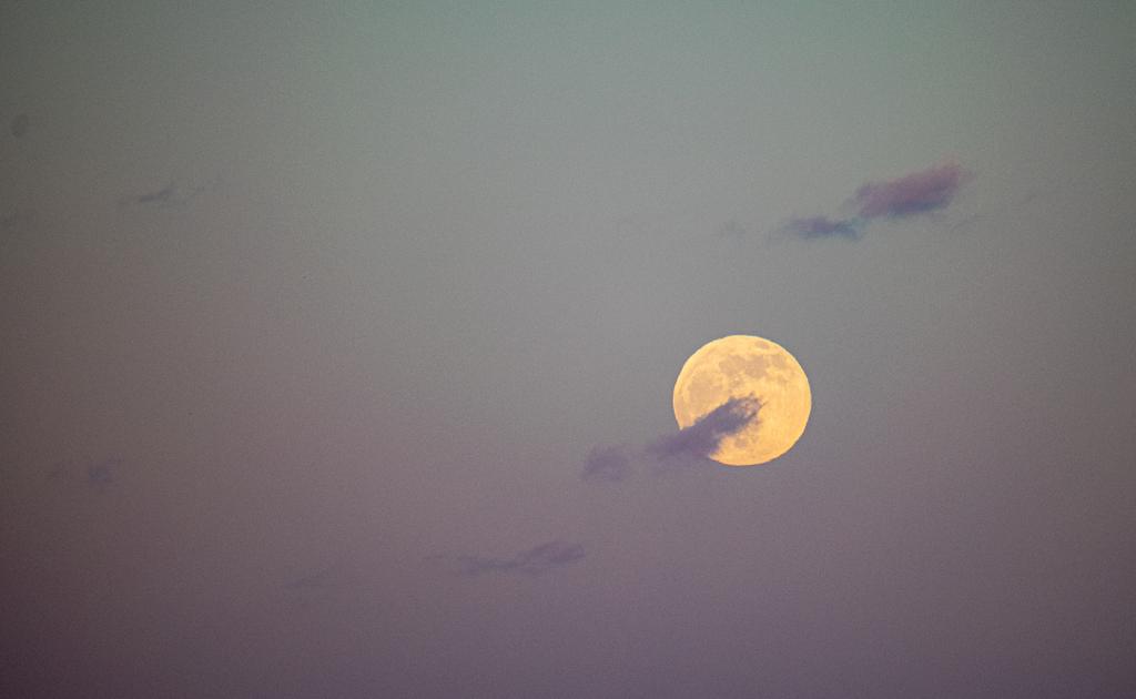 Night Light via Steven Hughes