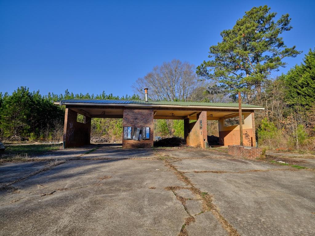 Abandoned Car Wash via Liam Douglas - Professional Photographer