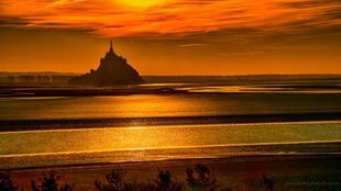 Sunset in gold via Jean Michel