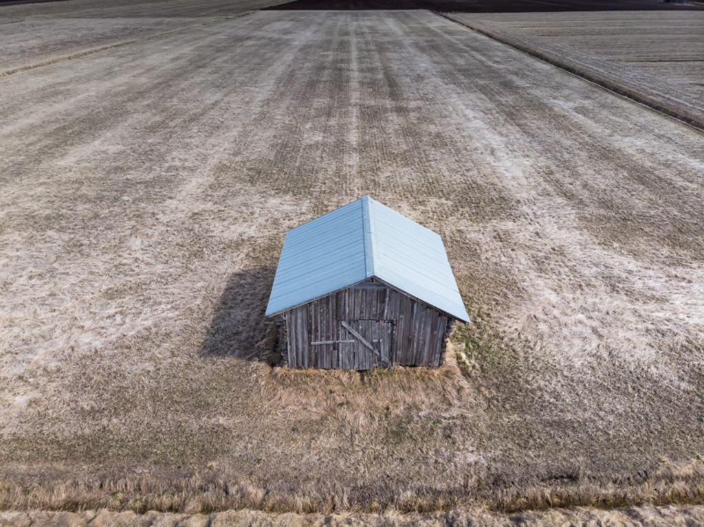 A barn house stands on the end of the fields. The fields see... via Jukka Heinovirta