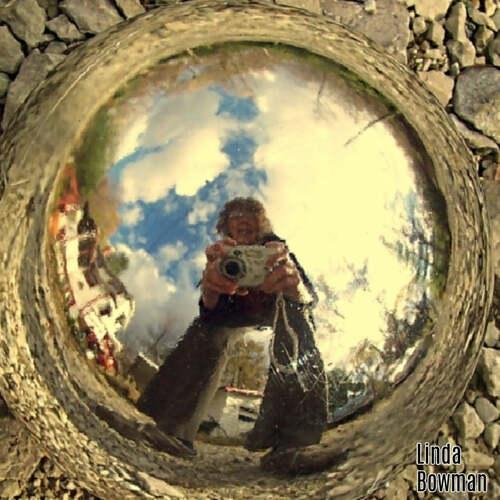 Reflective Selfie by Linda Bowman via Squared Circling