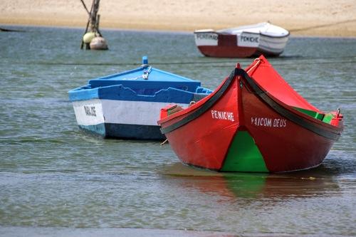 Barcos na lagoa de Óbidos - Portugal via Gil Reis