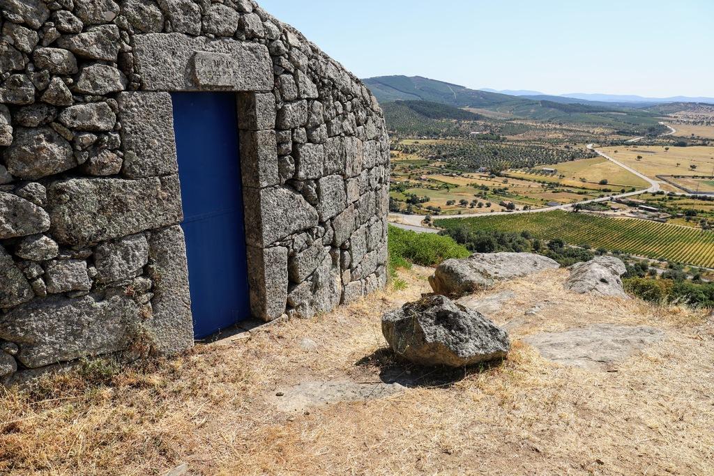 Blue door via Gil Reis