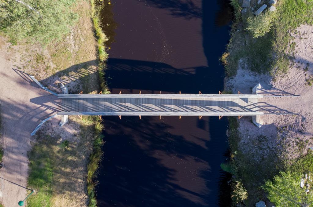 A small wooden walking bridge crossing the river. The autumn... via Jukka Heinovirta