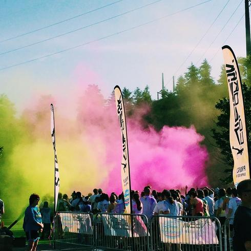 Start the race with a dash of color! #colorvibe5k via Grace Wong