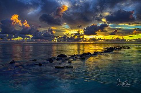A twilight never seen before..... shot in Mauritius.... via Abhijit Bose