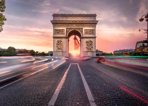 Sunset at the Arc de Triomphe, Paris. via Robert Schmalle