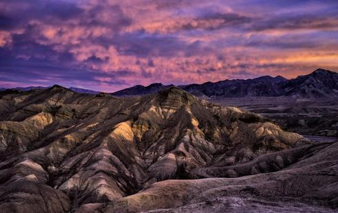 Looking east at dawn on a spectacular morning in Death Valle... via Jeff Clow