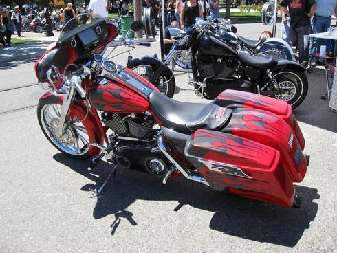 Custom Electra Glide Red and Carbon Fiber Flame Paint                                     Get yo... via Carl Sian
