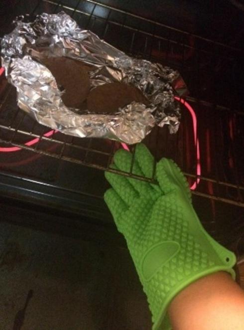 Silicone heat resistant heavy duty gloves pair + free mat                                     pr... via michael jones