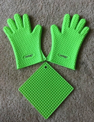 Silicone heat resistant heavy duty gloves pair + free mat, d... via michael jones