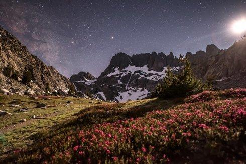 John Muir trail- Setting Moon and the rising milkyway. via Sashikanth R Chintla