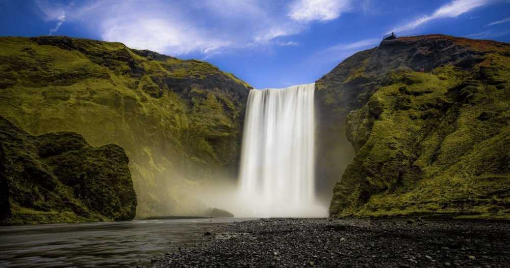 Skgafoss                                         The Skgafoss is one of the biggest waterfalls in th... via Rolando Felizola